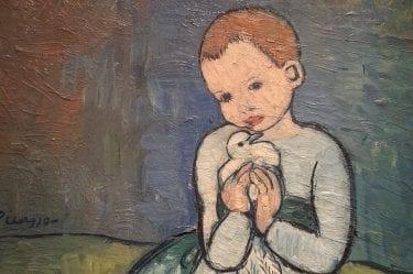 Bambina con colomba